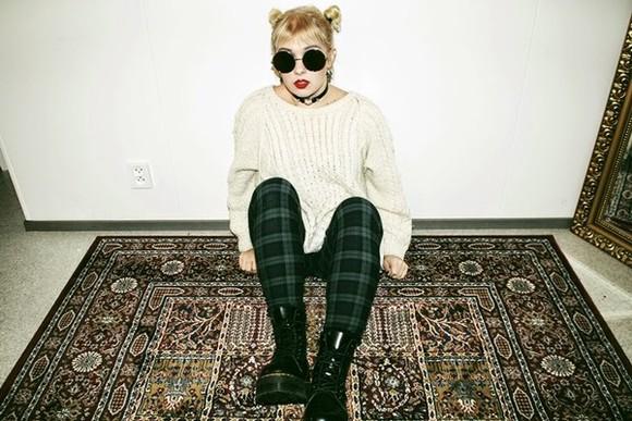 round sunglasses jeans grunge sweater grunge shoes shoes jewels blogger thelma malna tartan knitwear aviator sunglasses