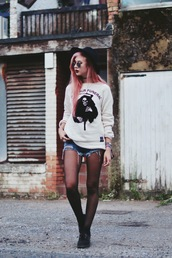 amy valentine,blogger,halloween,skeleton,printed sweater,grunge,mini shorts