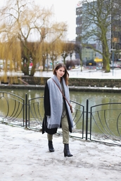 kapuczina,blogger,shirt,pants,coat,gloves,scarf,jewels,bag,winter outfits,crossbody bag,ankle boots