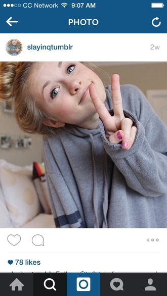sweater tumblr outfit blonde hair gray shirt sporty sweatshirt peace sign hoodie