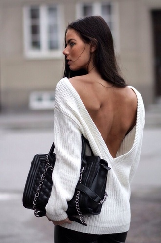 sweater white open back quilted bag backless sweater sexy sweater black bag backless top white oversized sweater clothes oversized sweater backless bag pullover handbag winter sweater fashion fall sweater knitwear autumn/winter cardigan low back v neck wool wool sweater silver trendy winter swag chain bag white sweater v in the back jumper dress sexy winter outfits long sleeves