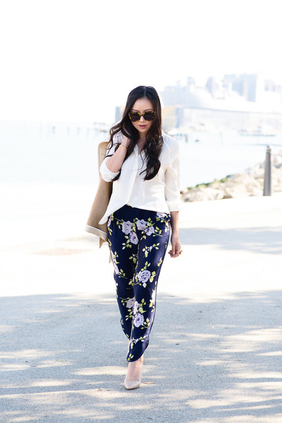 the fancy pants report blogger floral pants printed pants white shirt