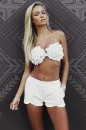 swimwear,white crop tops,model,sexy,i need im inlove,crop tops,shorts,white shorts