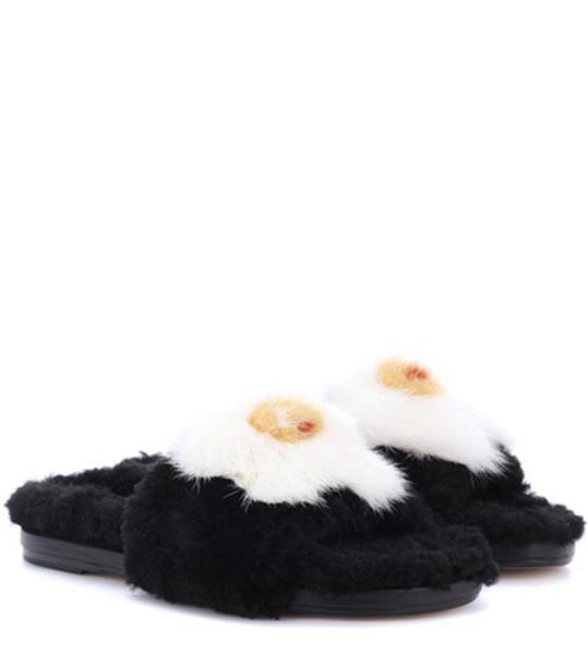 egg black shoes