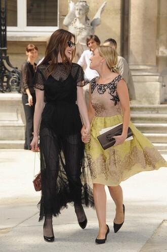 anne hathaway little black dress