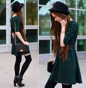 dress,hat,green dress,cute,cute dress,harry potter,brunette,hat black,black bag,fall colors,hogwarts