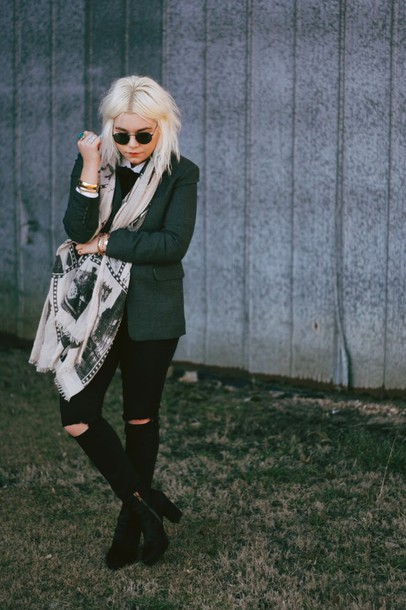 styles by hannah riles blogger scarf sunglasses printed scarf blazer ripped jeans black jeans chunky boots black ripped jeans