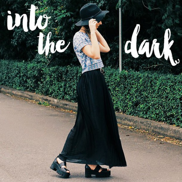 we the spies blogger hat maxi skirt black skirt platform sandals