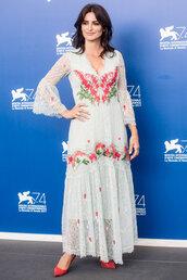 dress,penelope cruz,venice,lace dress,white dress,white lace dress
