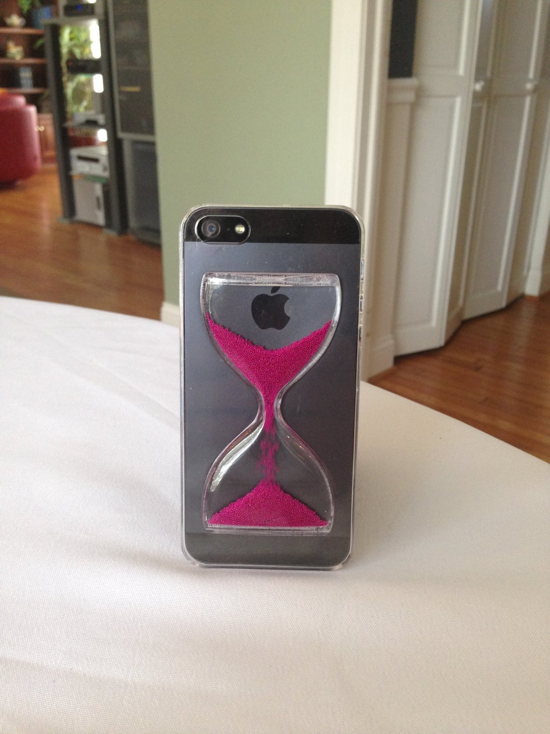Amazon.com: Hourglass Sandglass iPhone 5 and 5s case (Pink): Cell Phones & Accessories