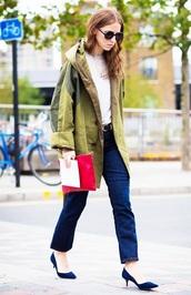 coat,parka,green coat,blue jeans,pumps,army green,white t-shirt,t-shirt,jeans,denim