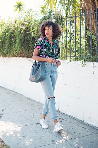 style me grasie blogger jeans shoes bag black bag ripped jeans high waisted jeans floral top black top white sneakers