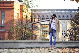 shiny sil blogger bag jewels sunglasses white t-shirt camel coat ripped jeans