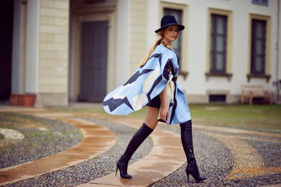 kayture blogger bag lips fall outfits black boots 60s style