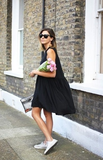 loose dress clutch flowers black dress little black dress oversized dress cat eye shades white shoes white converse boho chic boho boho dress roses sunglasses converse classy clothes cute dress summer dress
