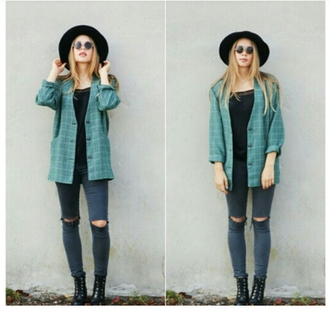 jacket veste cardigan indie indie jacket outfit idea fedora trendy style skinny jeans knee hole jeans grunge grunge jacket carreaux squared coat hat sunglasses top jeans shoes hair accessory shirt