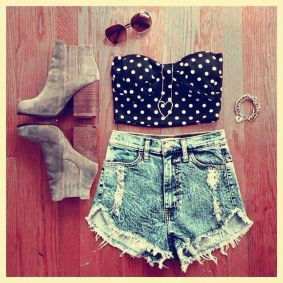 accessory summer necklace shoes black boots accessories outfit shorts high waisted shorts highwaisted shorts high waisted short summer outfit teen girl teenager cali hot crop tops and white black and white b&w b & w