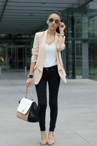 shoes high heels jacket bag blazer nude creme rose beige beige blazer black jeans white top blouse cardigan bodycon jewels sunglasses t-shirt white shirt top classy hot denim skinny pants style buttons beige jacket black and white make-up streetwear streetstyle pinterest nude coat skinny jeans white pink leather pastel office outfits pointed toe pumps