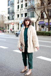 che cosa,blogger,shirt,forest green,cropped pants,fuzzy coat,coat,pants,beige fluffy coat,green pants,green shirt,fall outfits,white fluffy coat,teddy bear coat