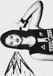 shirt,fashiob,fashion,selena gomez,tank top,selena,cute,beautiful,clothes,pretty,hair,girl,bracelets,black and white,top