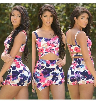 top outfit style shorts floral tank top high waisted shorts two-piece cute top spring outfits spring