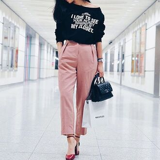 top tumblr black sweater quote on it bag black bag pink pants pants cropped pants