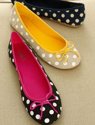shoes white polka dots yellow flats ballet flats beige polka dotted flats yellow bow beige shoes beige flats polka dotted shoes polka dots