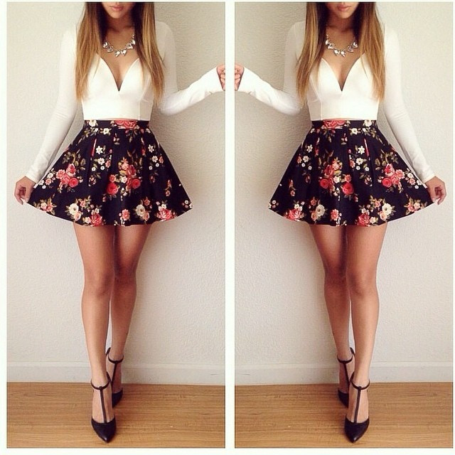 Sleeved floral mini dress