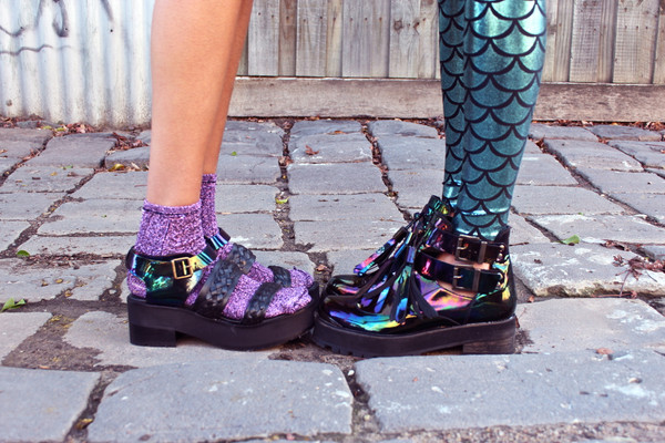 shoes oil slick metallic holographic holographic pants blackmilkclothing leggings mermaid colorful leggings fashion style hipster hippie goth hipster sea creatures
