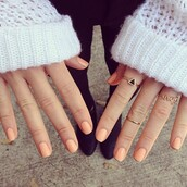 jewels,ring,jewelry,gold,love,black,triangle,bag,nail polish,gold ring,knuckle ring,above the knuckle ring