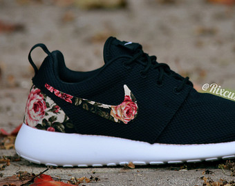 new style 5f858 be913 Floral Nike Roshe Run Custom Black White Roses