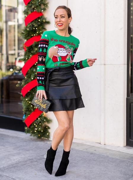 sydne summer's fashion reviews & style tips blogger skirt sweater leggings make-up bag ankle boots leather skirt christmas sweater ugly christmas sweater winter outfits