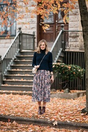 see jane,blogger,skirt,sweater,shoes,bag,make-up,midi skirt,floral midi skirt,crossbody bag,ankle boots,fall outfits,thanksgiving outfit