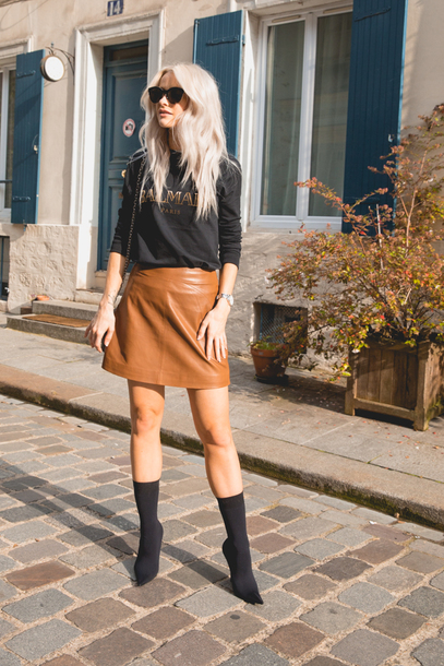 skirt tumblr mini skirt leather skirt boots black boots sock boots top black top sunglasses
