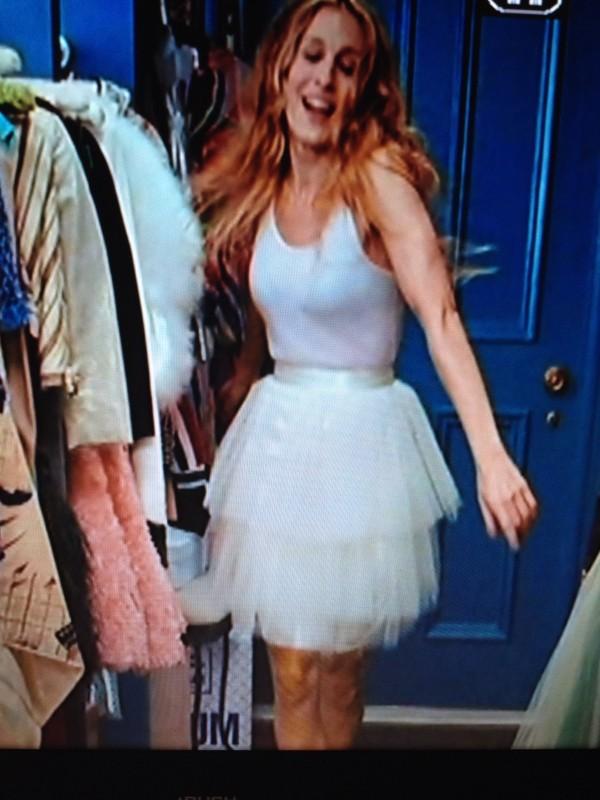 dress satc cue cute movie white dress dresswhitecure sex and the city carrie bradshaw