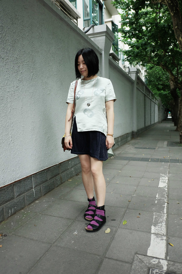 aeccrnticgirl t-shirt jewels socks bag skirt shoes socks and sandals