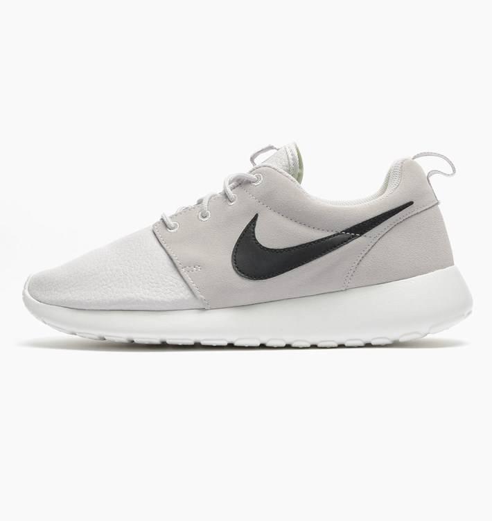 Nike rosherun cuir suede blanc noir