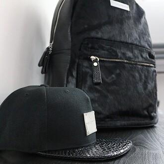 bag maniere de voir black backpack texture