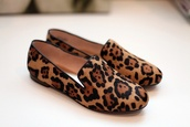 shoes,leopard print,print,black,brown,oriental print,loafers,smoking slippers