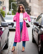 coat,long coat,pink coat,ruffle,white blouse,ruffled top,jeans,straight jeans,high waisted jeans,pumps,snake print,shoulder bag,sunglasses