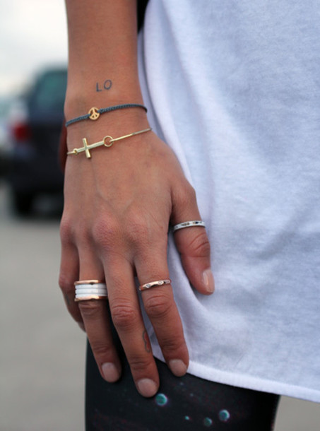 jewels ring ring bracelets streetstyle minimalist jewelry hands