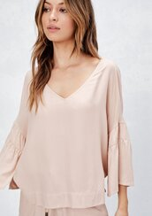 blouse,slouchy v neck top,ruffle sleeve top,ruffle hem top,ruffle detail top,light pink top,pink top,spring top,spring boho top,bohemian v neck blouse,chic top,boho chic,bohemian,blush pink top
