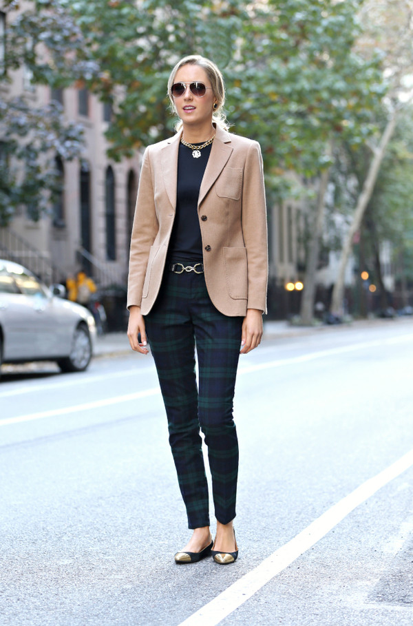 the classy cubicle pants jacket t-shirt jewels belt shoes sunglasses