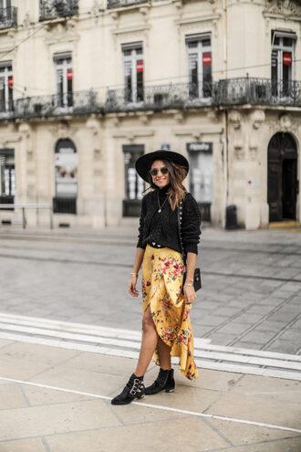 dress floral floral dress asymmetrical boots black boots hat felt hat necklace bag black bag sweater black sweater
