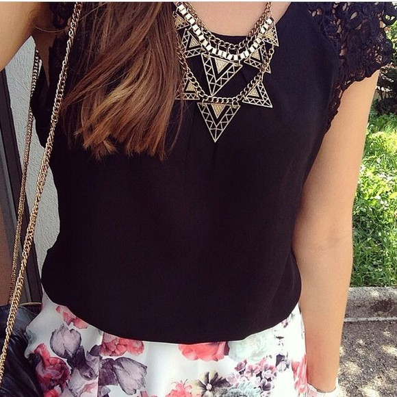 tank top top black black top t-shirt jewels flowery floral gold necklace gold necklace black t-shirt girly