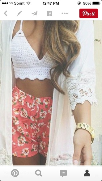 top white top knitted top bralette tops flowered shorts white kimono hair accessory hat cardigan