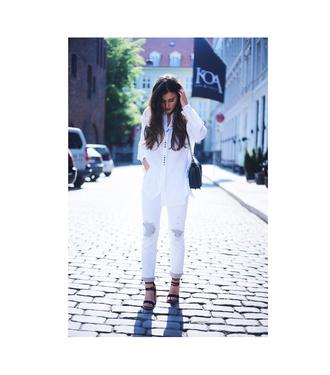 ilirida krasniqi blogger jeans bag shoes shirt button up black bag white jeans white pants wedges summer outfits shoulder bag