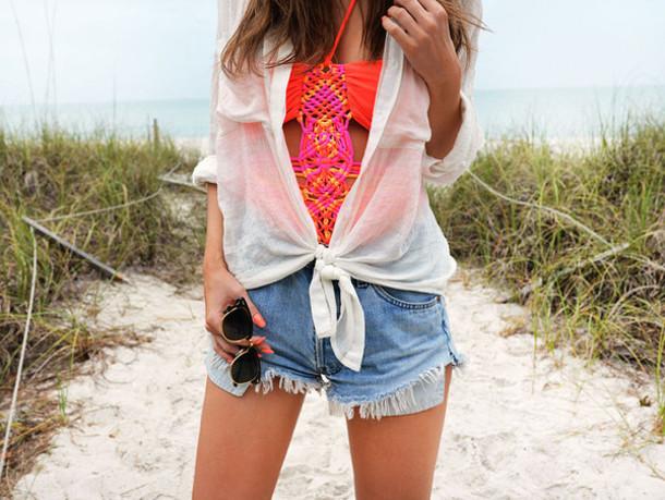 stylista blogger swimwear neon denim shorts white shirt summer outfits