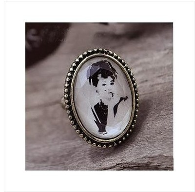 New adjustable vintage retro resin audrey hepburn ring free shipping