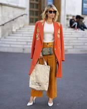 bag,crossbody bag,mini bag,snake print,chain bag,pants,cropped pants,wide-leg pants,pumps,handbag,white blouse,coat,sunglasses
